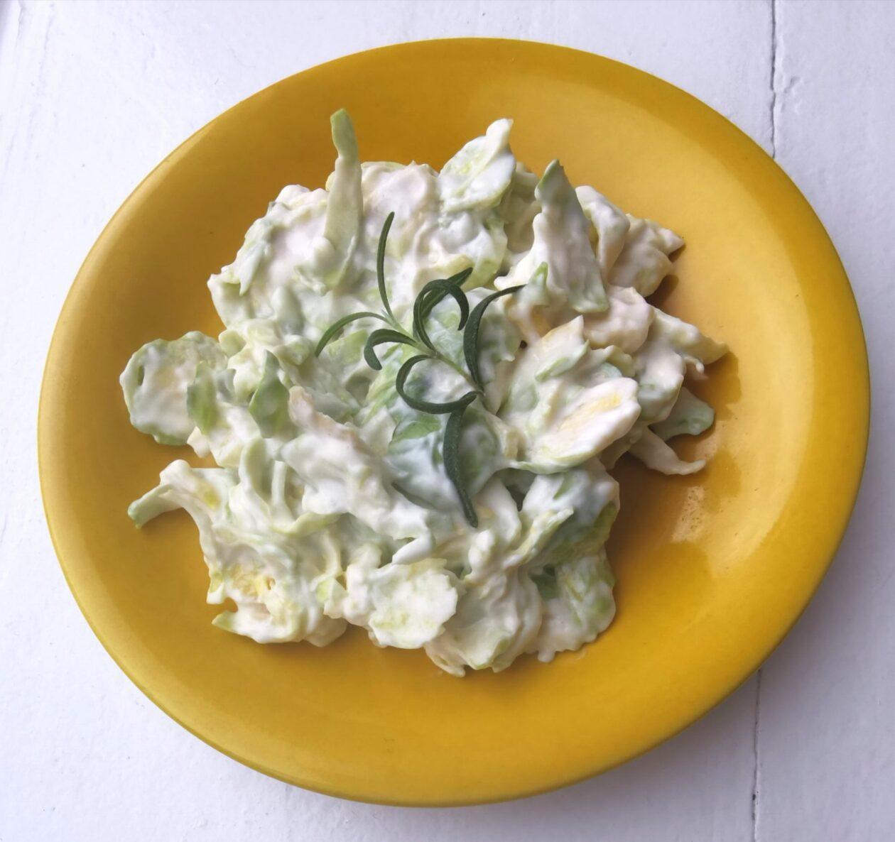 Salat lavet af rosenkål
